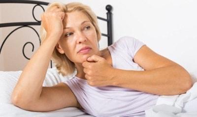 Почему женщина сильно потеет после 50 лет