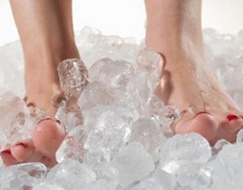 Почему у женщин мерзнут ноги даже дома - причины и лечение