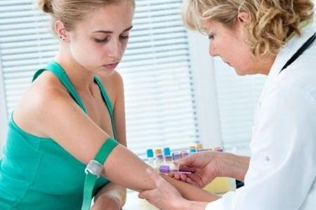 Почему повышен гемоглобин в крови у женщин: причины и лечение