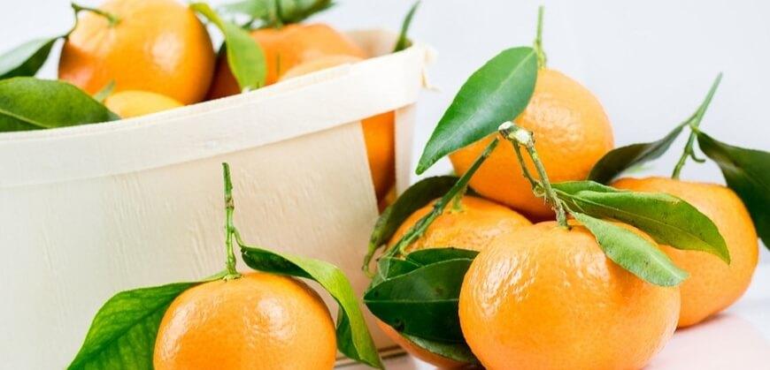Доказано, что мандарины очень полезны для женщин с риском онкологии, поскольку тангеретин и нобилетин, содержащиеся в них, борются с клетками рака молочной железы.