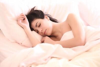 Отекает лицо по утрам у женщин: причины и что делать