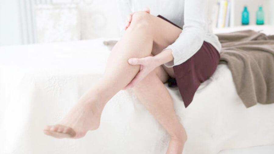 Сводит ночью судорогой ноги у женщин