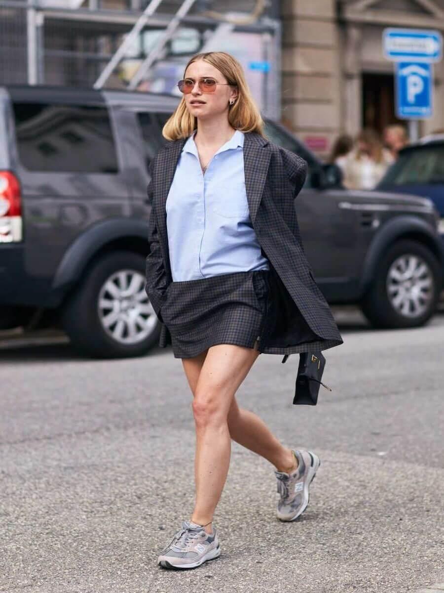 Дизайн - верным классическим стилям кроссовок, а цвет - синий, белый
