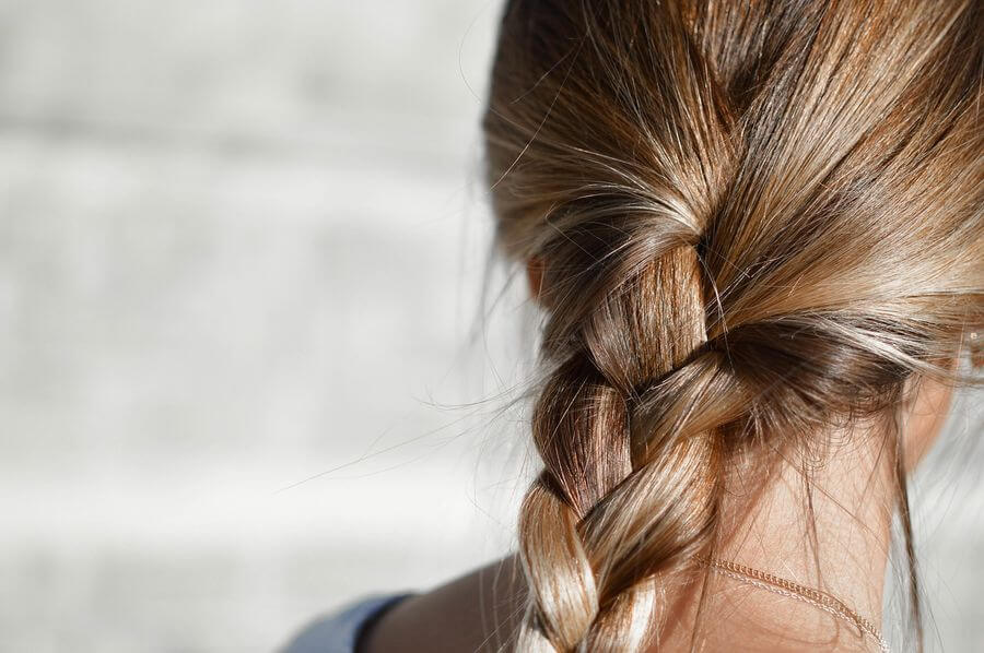 Очень сильно выпадают волосы у женщины