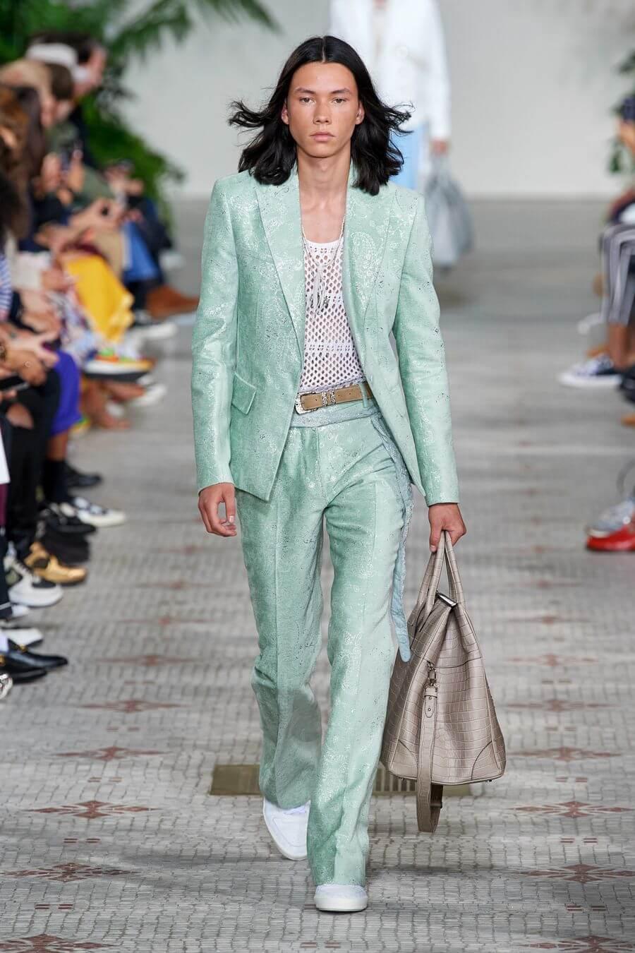 Какие женские брюки сейчас в моде: 2020-2021 сезон (фото модных луков)