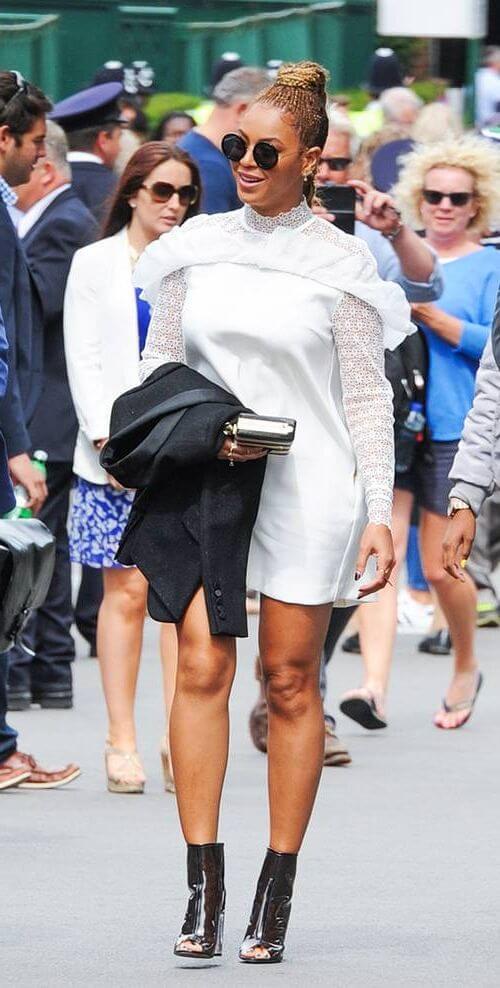 Бейонсе выбрала платье, которое привлекает внимание к ее плечам